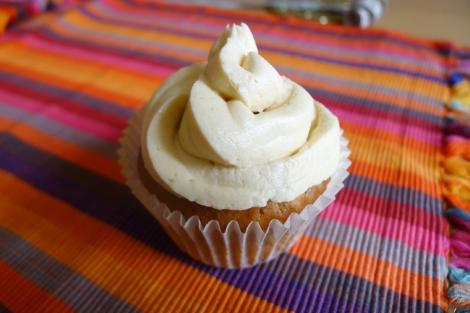 lemon poppy seed cupcake | cytrynowo-makowa babeczka z lukrem / kremem cytrynowym